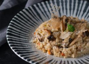 Belle assiette de risotto champignons